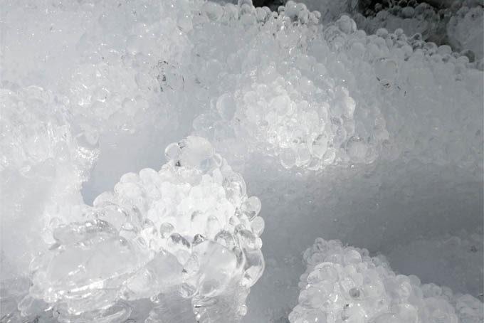 氷筍ていうんでしょうか?氷鍾乳?初めてみた。
